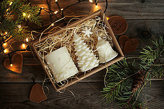 Svietidlá a sviečky - Vianočná SADA sviečok V DARČEKOVOM BALENÍ (Biela) - 11220912_