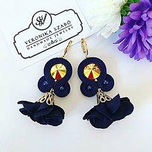 Náušnice - Ručne šité šujtášové náušnice / Soutache earrings with flower tassels & Swarovski®️crystals (Renata - tmavomodrá/zlatá) - 11220539_