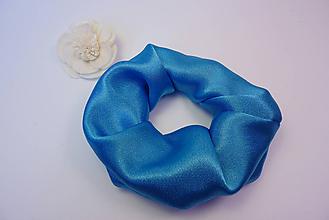 Ozdoby do vlasov - Gumička scrunchie modrá saténová - 11221917_