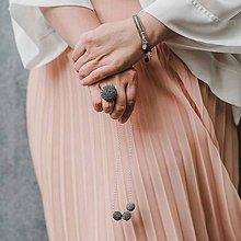 Náhrdelníky - TRIO šedý dlhý náhrdelník - 11222321_