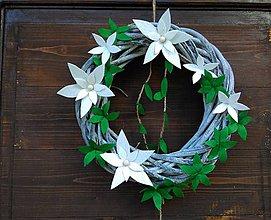 Dekorácie - Vianočný veniec zeleno-biely - 11221641_