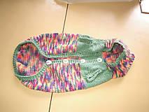 Ručne pletený kabátik pre psíka pestrofarebný