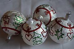 Dekorácie - Biele mrazové guličky s vianočnými motívmi - 11225752_