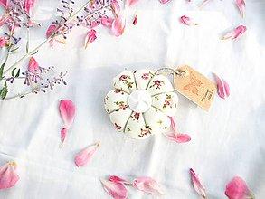 Úžitkový textil - Ihelníček - vankúšik na ihly (Višňový obláčik) - 11226493_