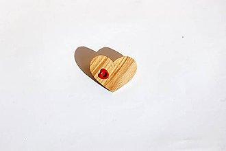 Odznaky/Brošne - Drevená brošňa - Borovicové srdiečko 3 - 11225968_