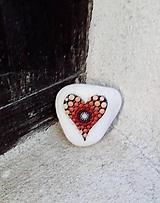 Dekorácie - Červené srdiečko - Na kameni maľované - 11226999_