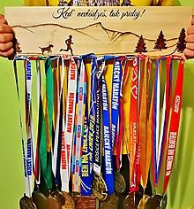 Dekorácie - Vešiak na medaily bežec + psík - 11226873_