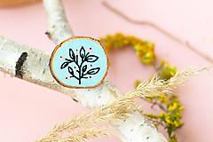 Odznaky/Brošne - Ručně malovaná brož - světle modrá - 11228514_