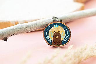 Odznaky/Brošne - Ručně malovaná brož s medvědem - 11228534_