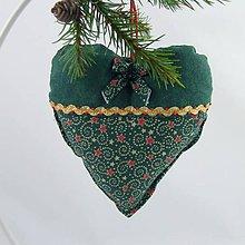 Úžitkový textil - TAMARA - zlato zeleno červená klasika - vianočné srdiečko 13x13 - 11227543_