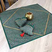 Úžitkový textil - TAMARA - zlato zeleno červená klasika - obrus štvorec 65x65 - 11227566_