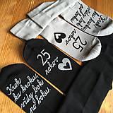 Maľované ponožky k výročiu svadby so srdiečkom (čierne + svetlosivé)