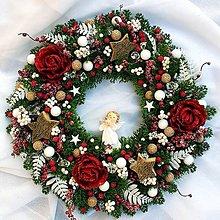 Dekorácie - Vianočný veniec s anjelikom 43 cm - 11233981_