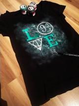 Tričká - Maľované tričko - 11234321_