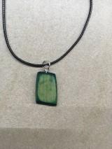 Náhrdelníky - Drevený prívesok (náhrdelník) - 11234680_