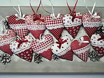 Dekorácie - Vianočné srdiečka červeno-biele - 11236805_