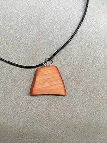 Náhrdelníky - Drevený prívesok (náhrdelník) - 11237507_