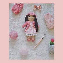 Hračky - Háčkovaná bábika Lauren - 11237697_