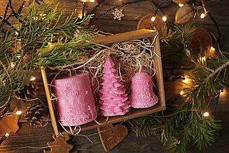 Svietidlá a sviečky - Vianočná SADA sviečok V DARČEKOVOM BALENÍ (Ružová) - 11241194_