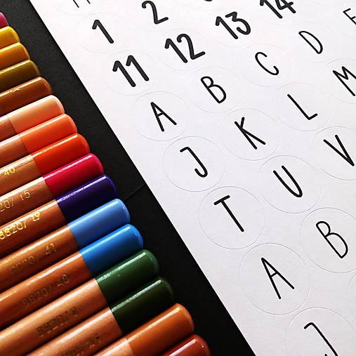 NÁLEPKY . písmena + číslice . černobílé