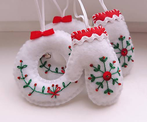 Vianočné ozdoby s výšivkou