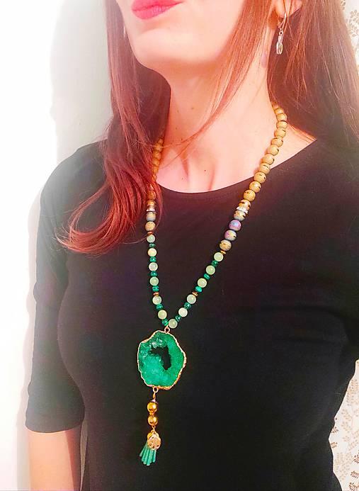Smaragdovo zelený náhrdelník s malachitom.
