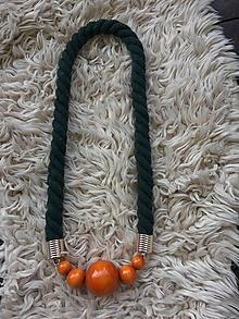 Náhrdelníky - Oranžové korále na zeleném laně - 11242775_