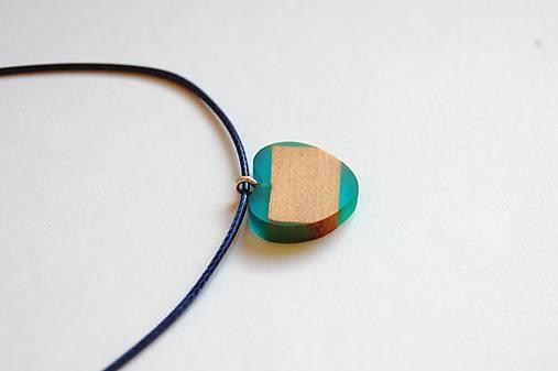 Náhrdelník zo živice - Malé modré srdiečko 1