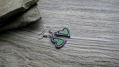 Náušnice - Drevené maľované náušnice malé srdiečka. (fialovo zelené, č. 2973) - 11245065_