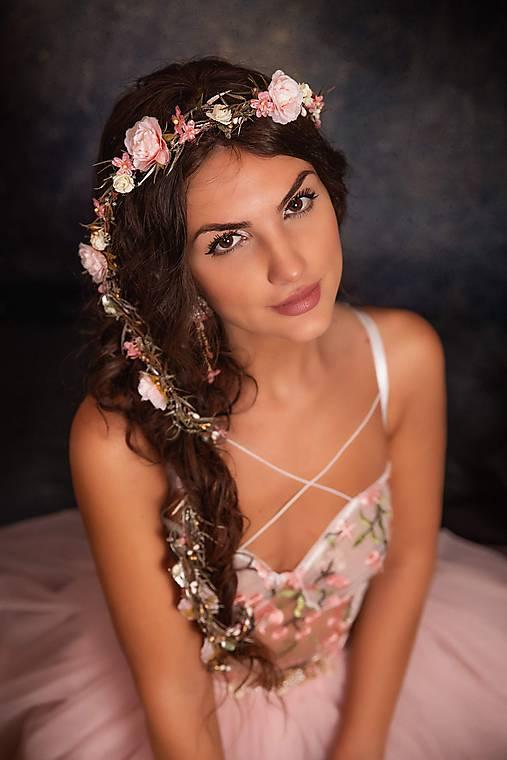 """Kvetinový pletenec """"rosa na láske"""""""