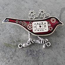 Odznaky/Brošne - Červený VTÁČEK, brož, z hodiniek a ciferníka - 11248318_
