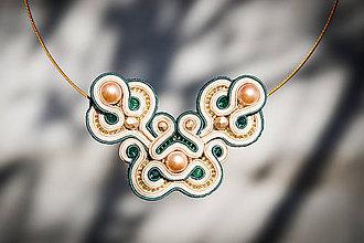 Náhrdelníky - Zlato-šmaragdové elegancie - šujtášový náhrdelník - 11249756_