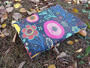 Úžitkový textil - desiatové voskované vrecko-kvety na čiernej - 11248800_
