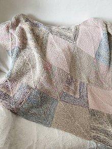 Úžitkový textil - Hebká, ručne pletená prikrývka z domino kvadrátov - 11246722_