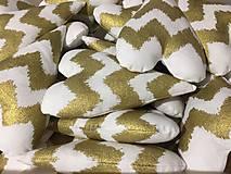 Dekorácie - ZĽAVA !! Bielo-zlaté srdiečka - 11249156_