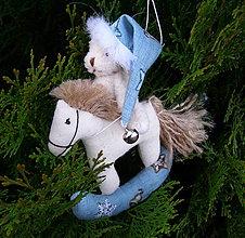 Dekorácie - macko na koníku (Modrá) - 11252532_