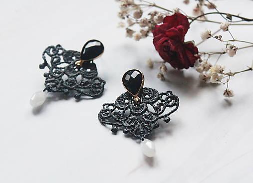 Náušnice s čipkou a perličkou. Čierne