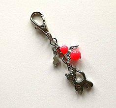 Kľúčenky - Prívesok s anjelikom a srdiečkom - mačka (losos) - 11252761_