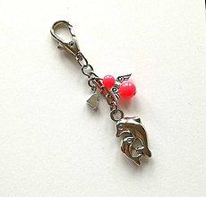 Kľúčenky - Prívesok s anjelikom a srdiečkom - delfín (losos) - 11253193_