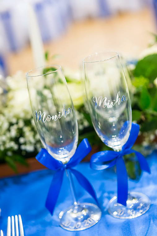 Svadobné poháre s menom-vodorovne - strieborno modré