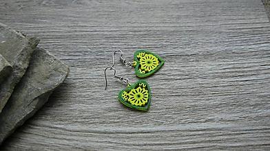 Náušnice - Drevené maľované náušnice malé srdiečka. (zeleno žlté, 2983) - 11252056_