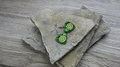 Náušnice - Drevené maľované náušnice malé srdiečka. (žlto zelené č. 2984) - 11252074_