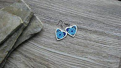 Náušnice - Drevené maľované náušnice malé srdiečka. (bielo modré, č. 2985) - 11252080_