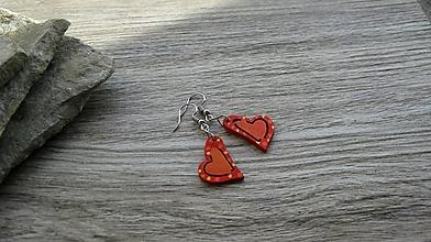 Náušnice - Drevené maľované náušnice malé srdiečka. (červeno oranžové, č. 2988) - 11252191_