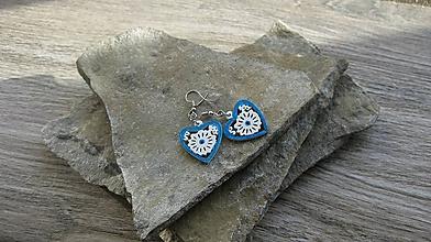 Náušnice - Drevené maľované náušnice malé srdiečka. (bielo modré, č. 2993) - 11252253_