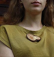 Odznaky/Brošne - Brošna z dreva - 11252422_