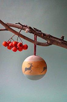 Dekorácie - Vianočná drevena guľa - 11253557_