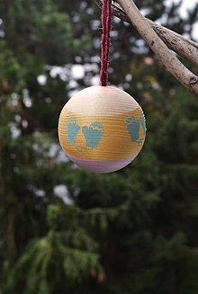 Dekorácie - Vianočná drevena guľa - 11253573_