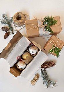 Dekorácie - Vianočná guľa priemer 8 cm dostupné v balení - 11253628_