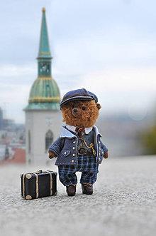 Hračky - Ručne šitý medvedík s kufríkom - 11252125_
